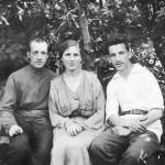 Отец Владимир Вячеславович с кузеном Константином Константиновичем Александровым (крёстный отец) и его молодой женой Варварой Константиновной