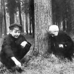 Николка и Зоя весной в Скольниках ищут жуков