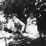 Николка и Зоя в малине. Играют в солдатики