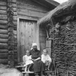 Село Мосолово. Бабушка Екатерина Сергеевна Бадаржнова, Николка, Зоя