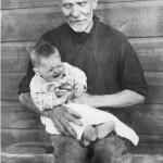 Дед Яков Симонович Бадаржнов с правнучкой Алёной  (Елена Константиновна Кондрацкая)